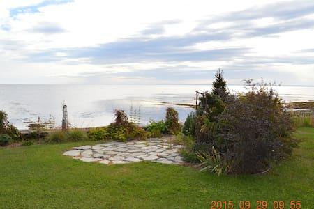Maison sur le bord de la Baie de Chaleur - Petit-Rocher-Sud