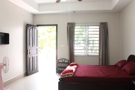 Quiet and Relax Room in Downtown - Krong Preah Sihanouk - Villa