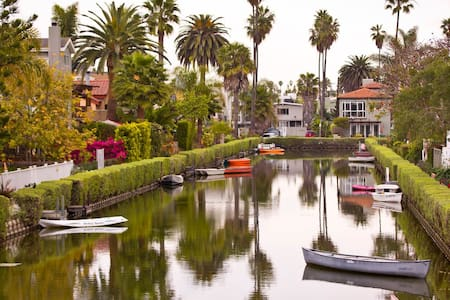 AWESOME LOCATION! ON THE CANAL & STEPS 2 THE BEACH - Marina del Rey - Gästehaus