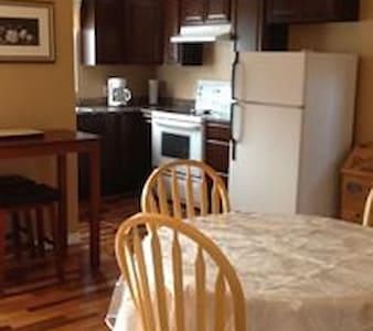 Hillgrade B&B, Cozy home you won't want to leave! - Szoba reggelivel