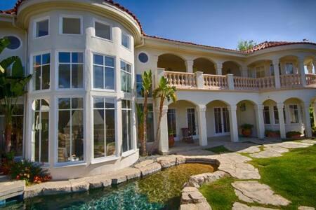 Calabasa Amazing Villa