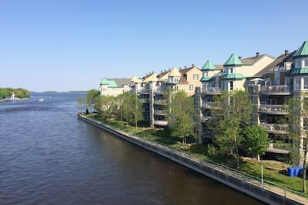 Condo with Water View / Condo avec Vue sur l'Eau - Ortak mülk