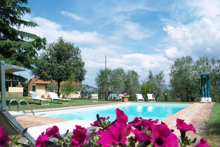 Family apartment with shared pool - Civitella In Val di Chiana - Apartment