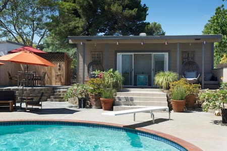 Clean, Cozy and Private Pool House! - Encinitas - Leilighet
