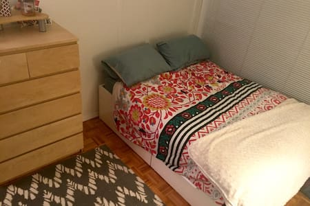 Spacious, cute bedroom in safe Manhattan neighborhood. Private room in three bedroom apartment with shared bathroom. Gym in building! Brand new and clean space. Friendly residents in mid 20s. Doorman building. Monthly rental preferred 12/7 - 1/2.