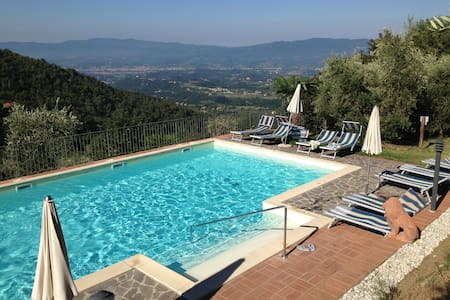 House with pool facing the famous Chianti hills - Lägenhet