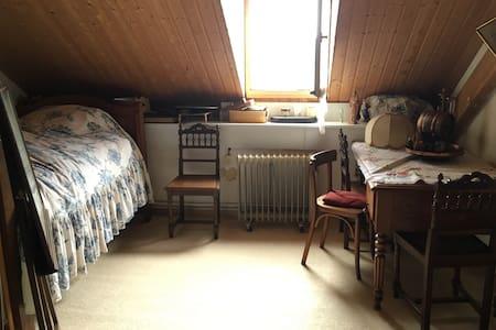 3 Chambres Maison de Campagne - Haus
