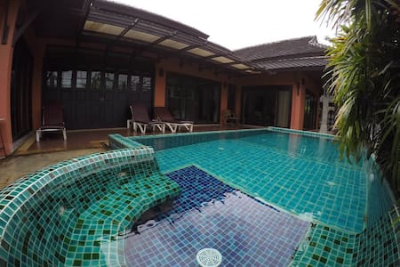 2 bedrooms&pool house@ Surin beach - Rumah