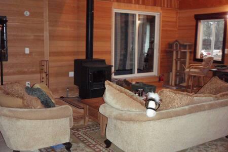 Beautiful Wood Corvallis Villa - Villa