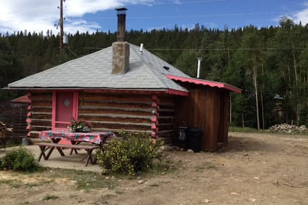 CHARMING HISTORIC LOG CABIN - Hus