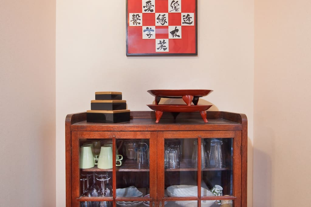 Full range of crockeries with antique bits and pieces