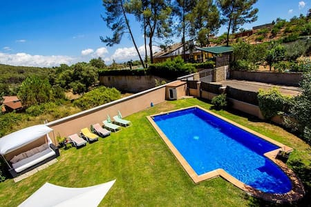 Five-bedroom villa in Can Vinyals, nestled in the hills between Barcelona and Girona - Villa