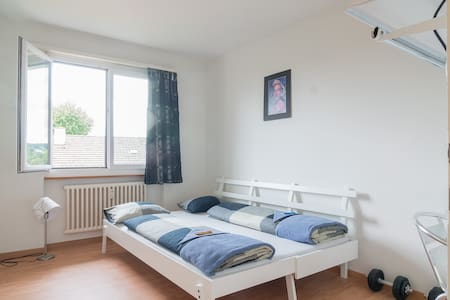 A room, 5min from Zurich Airport - Apartamento
