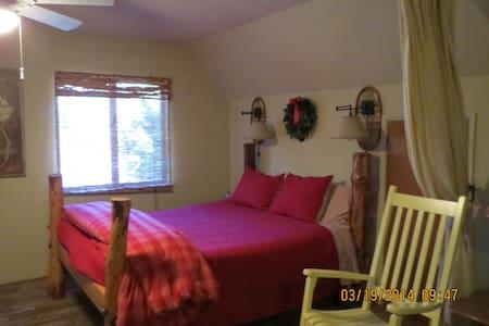 Historic Sugar Pine Cabin - Oakhurst