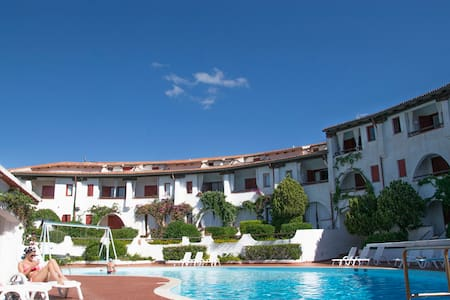 Appartamento con piscina - Baja Sardinia - Apartment