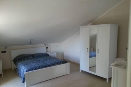 Appartamento in villa singola  - Collecorvino - Apartment