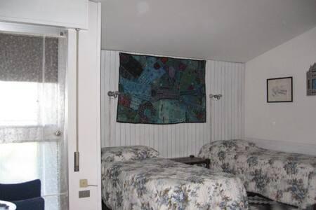 Camera x 3 persone e bagno privato - Bed & Breakfast