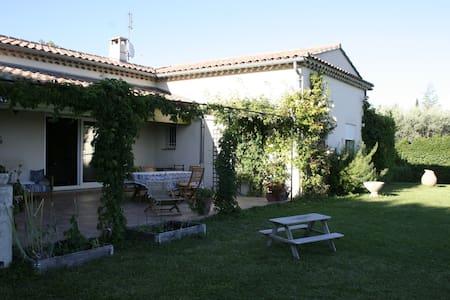 Modern villa i vinby i Provence - House