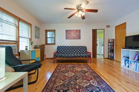 Charming room, in NE Minneapolis!!! - Apartment