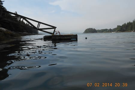 Ocean Island Escape by Boat - Harpswell