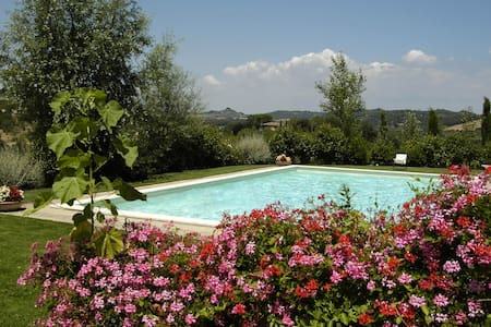 Tuscany: whole house with swimming