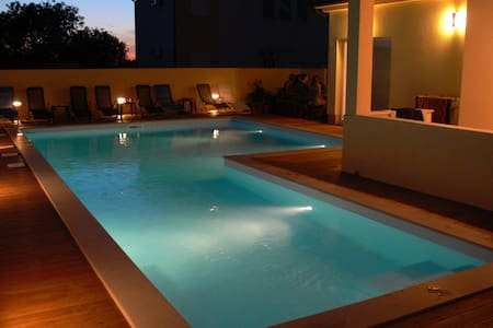 Penthouse apartment with a big pool near Pula - Apartment