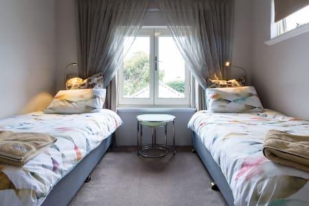 Tuscan Delight! Private Suite - Perth