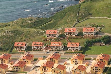 APARTAMENTO 5 MINUTOS DE COMILLAS (4 PAX) CASASOLA - Cantabria - Flat