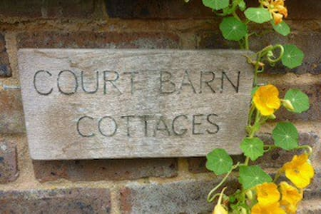 Court Barn Cottage Bed & Breakfast - Pousada