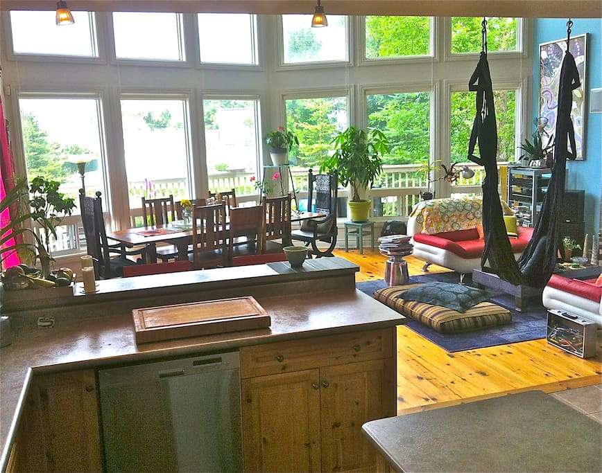 Bright, spacious main floor lounging/yoga-ing/dining /dancing/par-teh-ing.  Fireplace