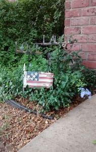 Stately, Peaceful Brick Home with WiFi - Corpus Christi - Casa