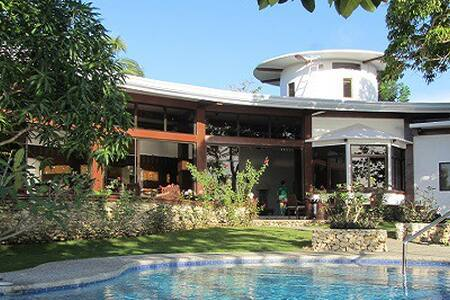 Padre Burgos Castle Resort - Bed & Breakfast