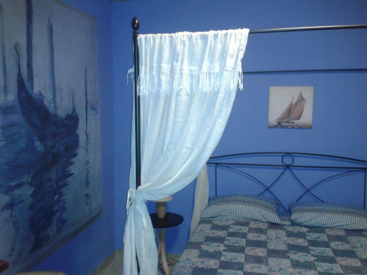 Room In Beautiful House Near Lake