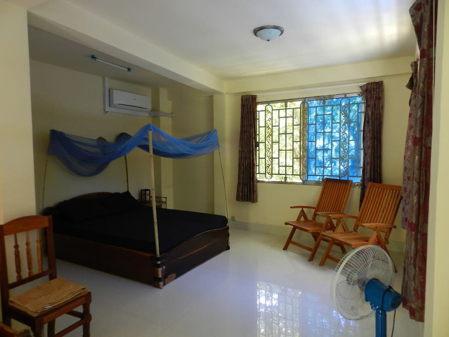 Quiet room in a villa at Kep beach
