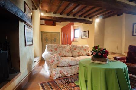 Castello di Sismano - Suite Verde - Avigliano Umbro - Castle