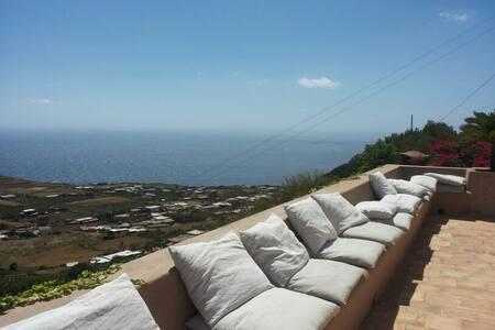 SCAURI Alto:vista sull'AFRICA - Pantelleria