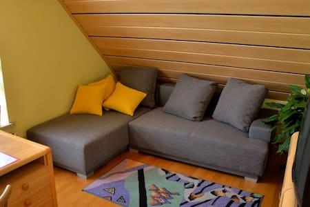 Schöne Dachgeschosswohnung - Redwitz an der Rodach - Casa
