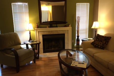Cozy Private Room near Red Line - Silver Spring - Casa
