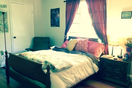 Comfy Private Room near Downtown and University - Casa