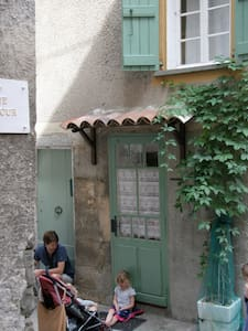 17thC house walled medieval village - Entrevaux
