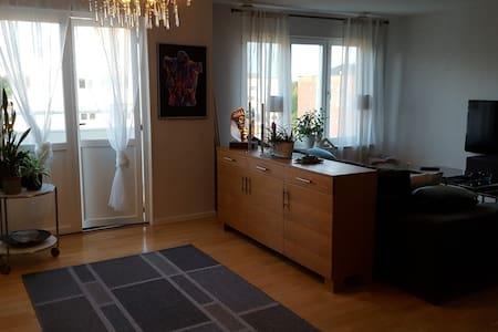 Fin lägenhet med fantastisk utsikt & fin utemiljö - Umeå - Apartment