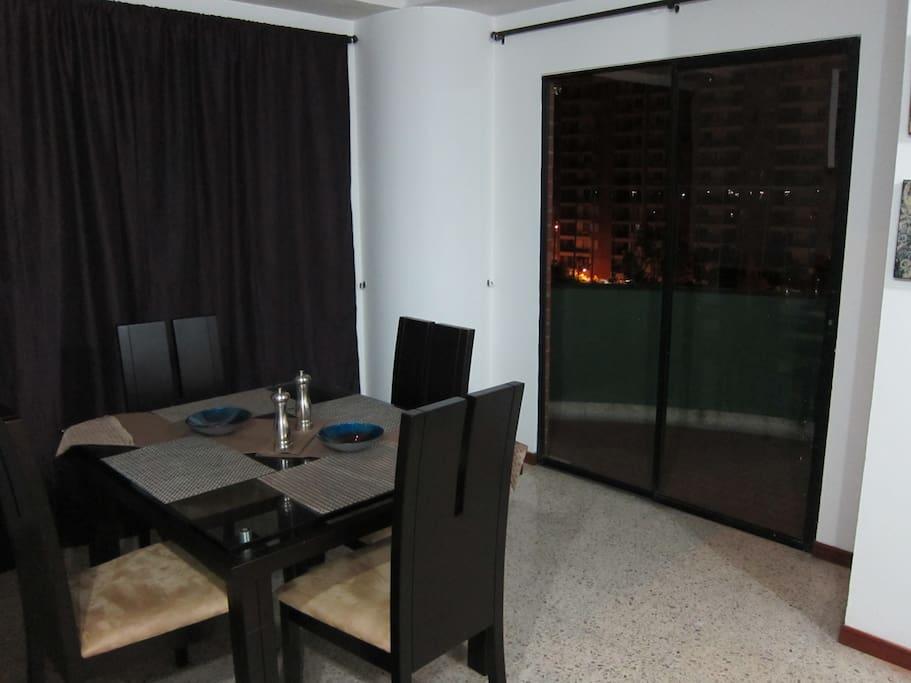 Dining Room (Comedor)