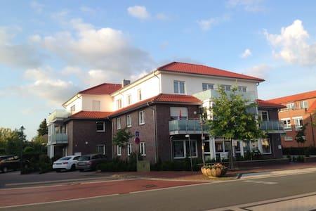 Elegante Wohnung mit großem Balkon - Apartment