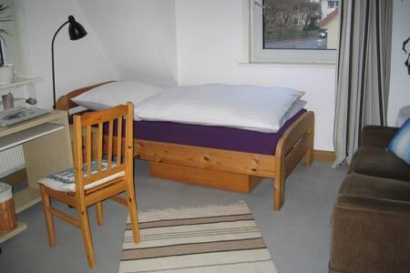 Ruhiges, helles Zimmer, Ostviertel - Wohnung