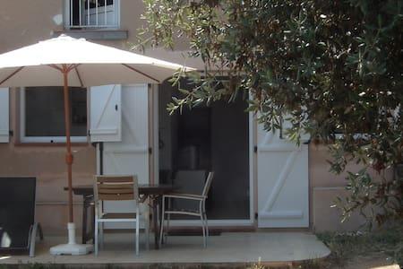 Studio bas de villa terrasse jardin - Ajaccio