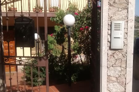 appartamento con vista Taormina a 10 min dal mare - Gallodoro