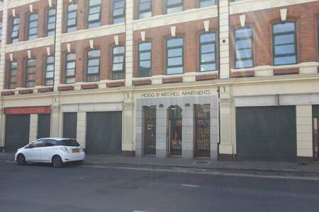 Hogg and Mitchells offer modern, NITB Registered and Accredited 4-Star serviced 2 bedroom apartments in Derry/Londonderry. Just a 2-minute walk from Foyle Embankment and the City Centre.
