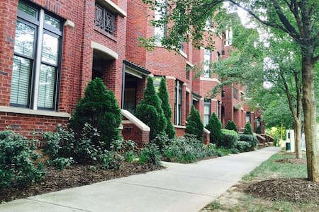 Myers Park Luxury Condo, Walk to Restaurants/Bars - Charlotte - Appartement