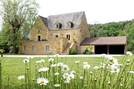 Stone mill for 10 people - close to Sarlat - Hus