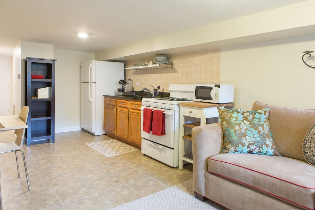 Fully equipped kitchen with new appliances, granite counter, Nespresso coffee maker, microwave and everything you need to make delicious meals in Chicago!